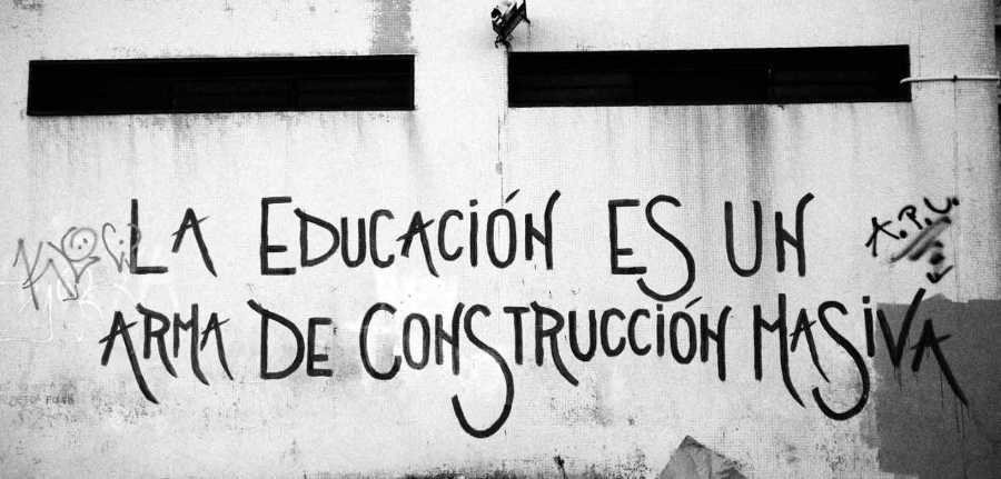 educaconArmaConstruccionMasiva.jpg