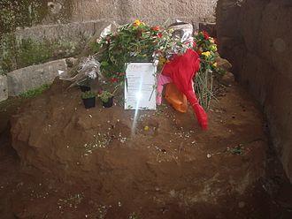 330px-4751_-_roma_-_fori_-_templum_divi_iulii_-_foto_giovanni_dall27orto_-_17-mar-2008