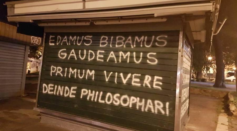 Edamus, bibamus, gaudeamus... Primum vivere, deinde philosophari.